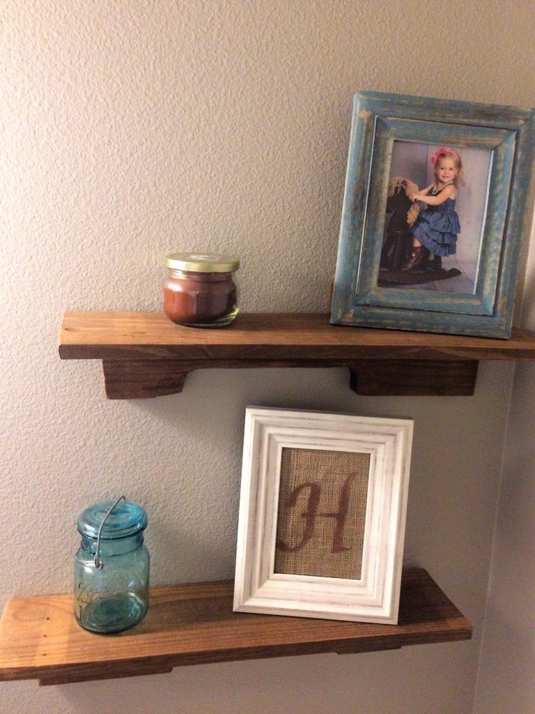 DIY $2 Pallet Shelves