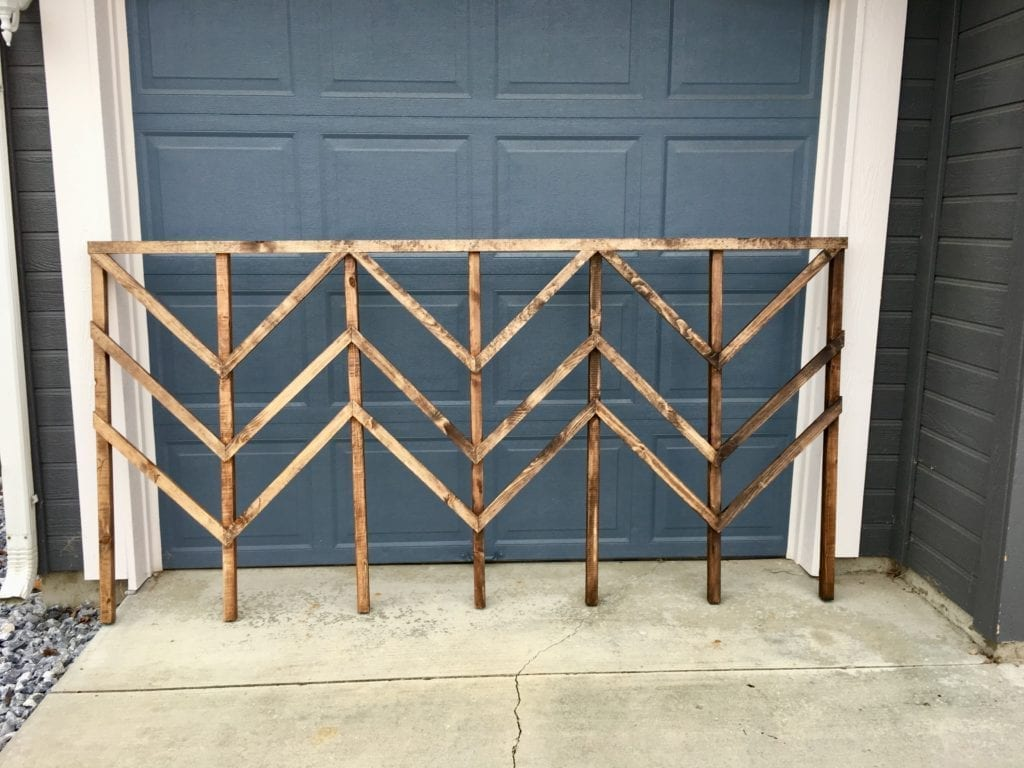 Staining and sealing a simple and inexpensive DIY garden trellis with chevron pattern